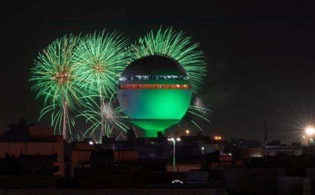 الألعاب النارية تُضيء سماء القصيم احتفالاً باليوم الوطني 91