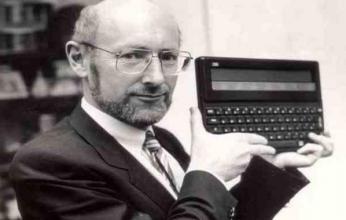 وفاة مخترع الآلة الحاسبة والكمبيوترات رخيصة الثمن