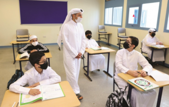 وزير التعليم القطري يحث طلبة المدارس على أخذ اللقاح