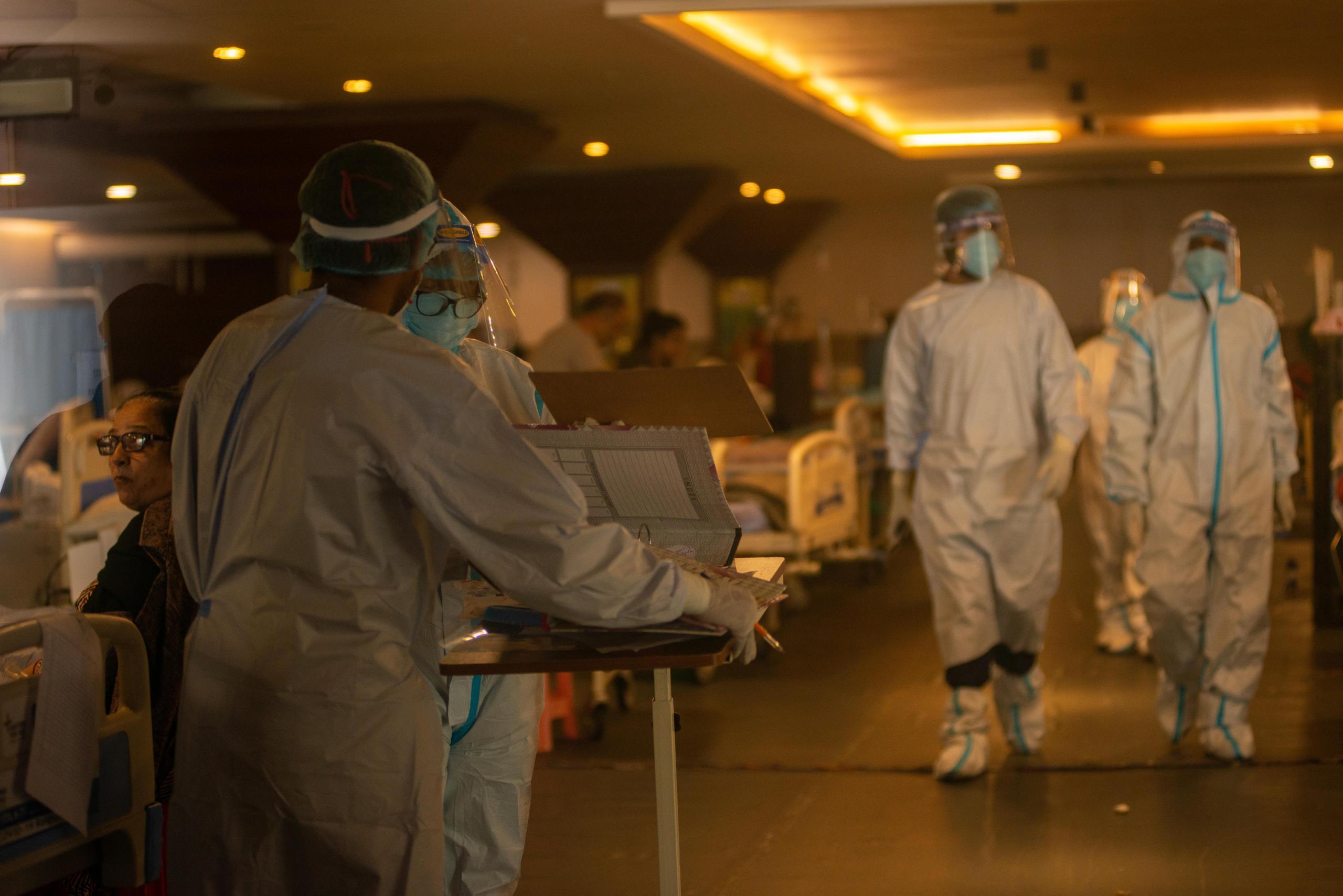 """إصابات """"كورونا"""" حول العالم تتجاوز 230.04 مليون حالة"""