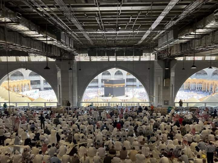لأول مرة منذ عام ونصف.. أول صلاة جمعة من المسجد الحرام دون تباعد