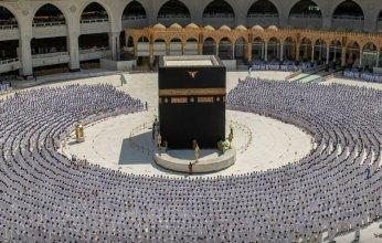 قاصدو المسجد الحرام ينعمون بأجواء روحانية وسط خدمات متكاملة